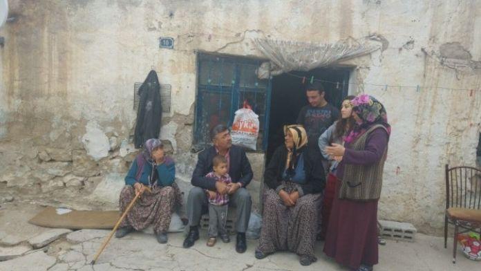 Niğde Belediye Başkanı Faruk Akdoğan, Çat Kapı Ev Ziyaretleri Yapıyor
