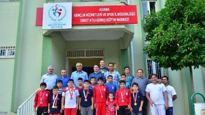 Spor İl Müdürü Ataşbak, Başarılı Güreşcileri Ziyaret Etti