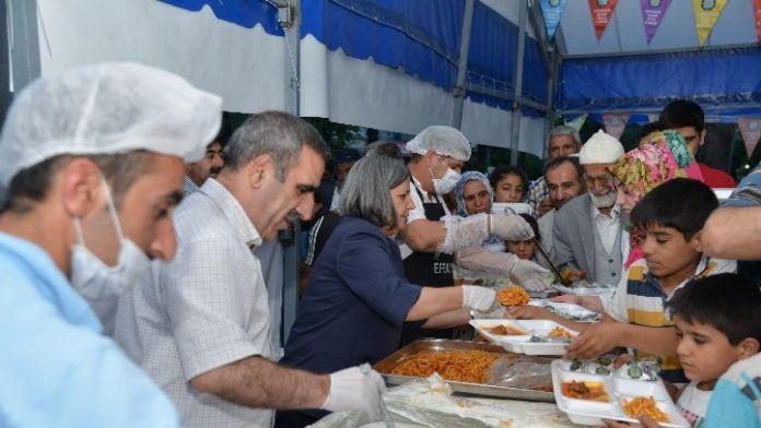 Eş Başkanlar İftar Çadırlarında Vatandaşlarla Buluştu