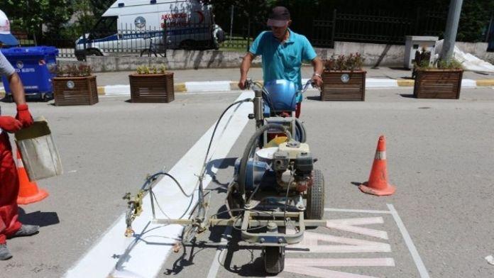 Trafik Zabıta Ekiplerince Yol Çizgileri Yenilendi