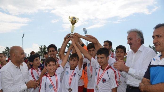 Ortaokul Öğrencileri Mersin Taraftarları Futbol Turnuvası'nda Ter Döktü