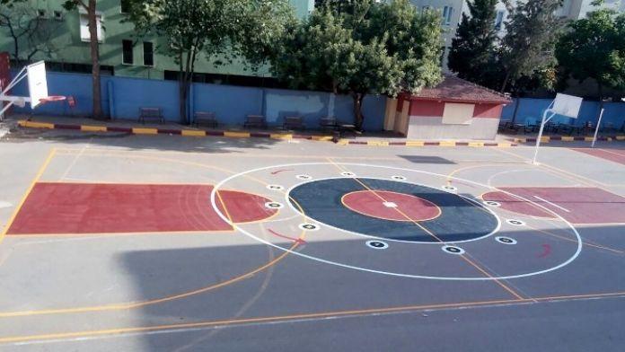 Muratpaşa'da Okullarda Çocuklar İçin Oyun Alanları Çiziliyor