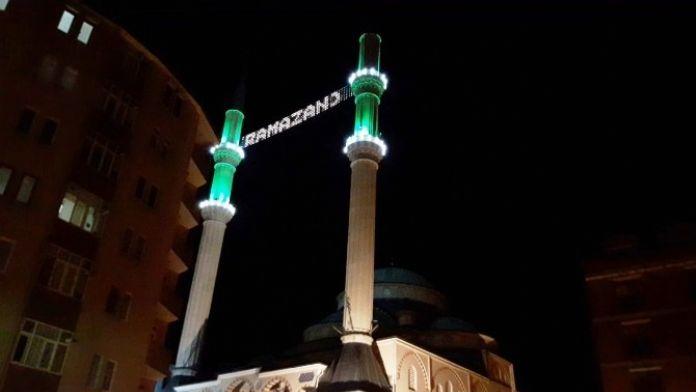 İzmit'te Cami Minareleri Işıl Işıl