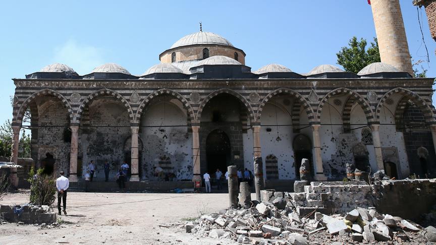 Gözü Dönmüş Teröristler Camileri Hedef Aldı