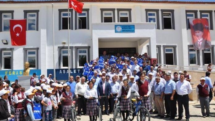 Besni İlçesinde 18 Bin 500 Öğrenciye Kıyafet Yardımı