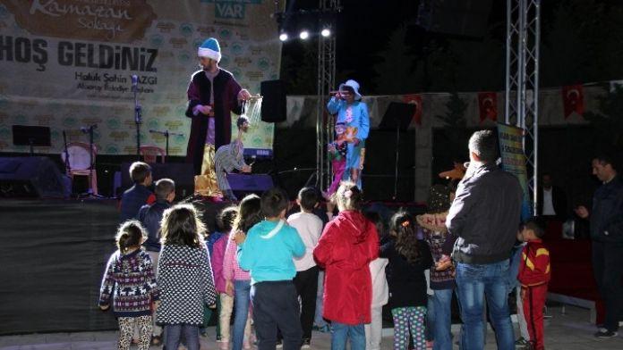 Ramazan Sokağına Gelen Çocuklar Eğleniyor