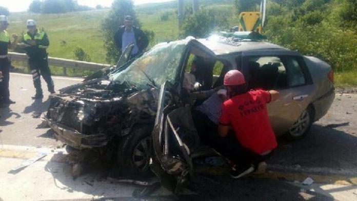 Bolu'da iki otomobil çarpıştı: 8 yaralı