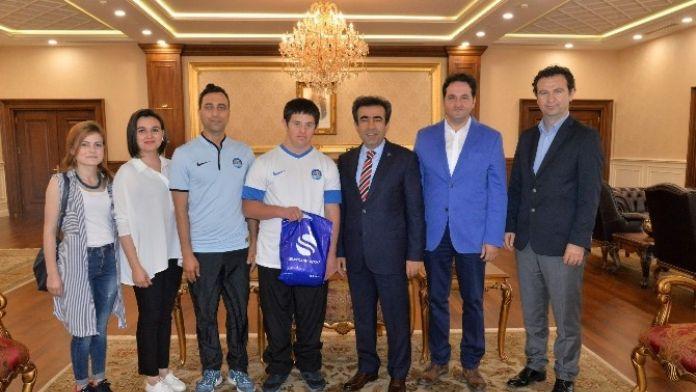 Özel Sporcu Anıl Demir'den Vali Güzeloğlu'na Ziyaret