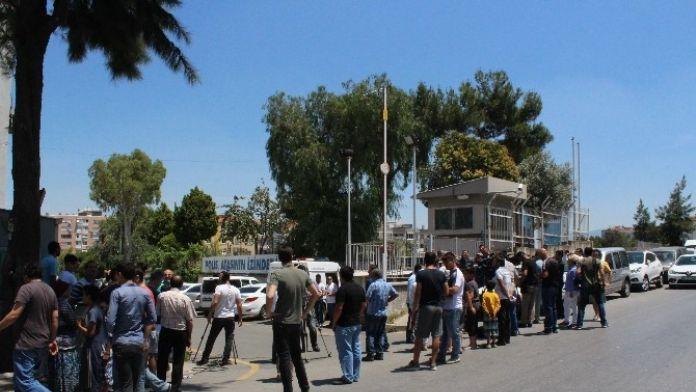 İzmirliler, Seri Katili Görmek İçin Bekliyor