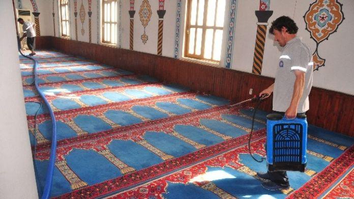 Manavgat'ta Cami Temizlikleri Devam Ediyor