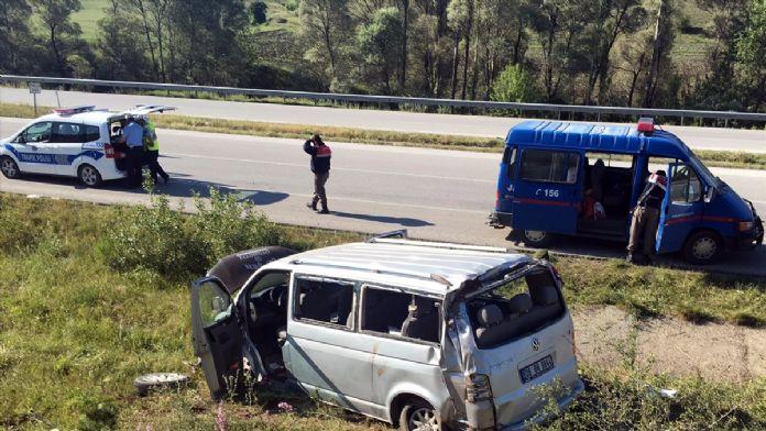 Çorum'da minibüs devrildi: 16 yaralı
