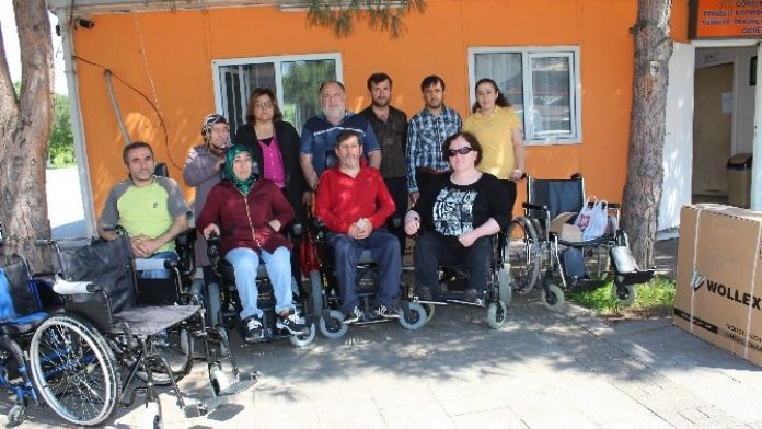Omurilik Felçlilerine 8 Adet Tekerlekli Sandalye Desteği