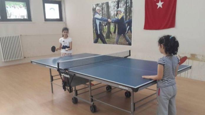 Gebze'de Küçük Çocuklara Masa Tenisi Eğitimi Veriliyor