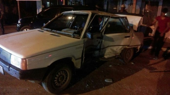 Foça Bağarası'nda Kaza: 2 Yaralı