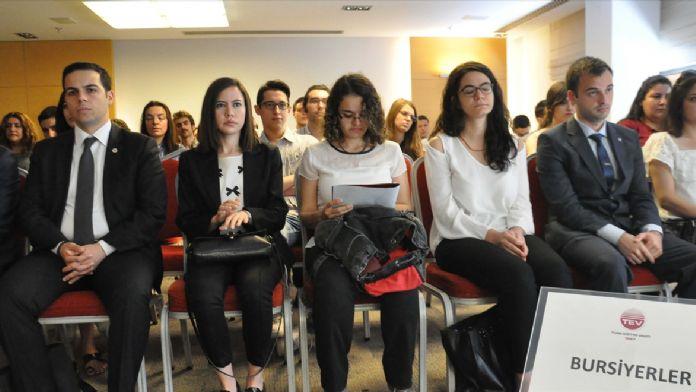 Türk Eğitim Vakfı'ndan 76 kişiye yurt dışı bursu