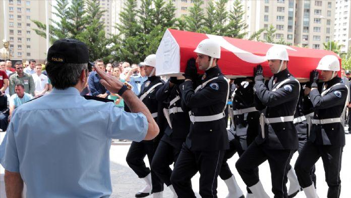 Şehit polis Çelik, son yolculuğuna uğurlanıyor
