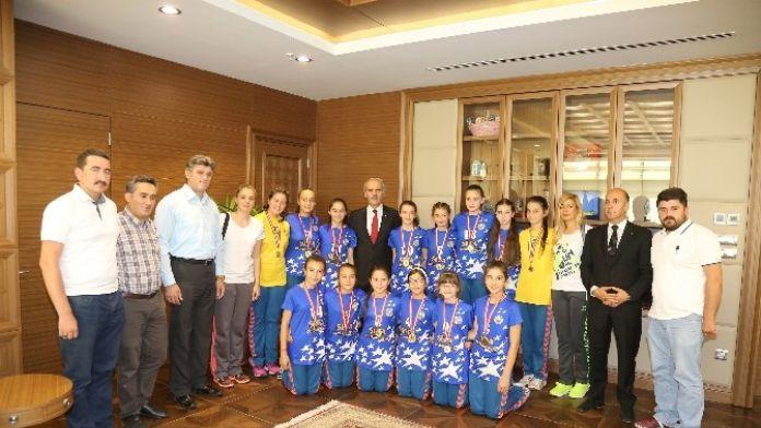 Hentbolun Şampiyonları Büyükşehir'de