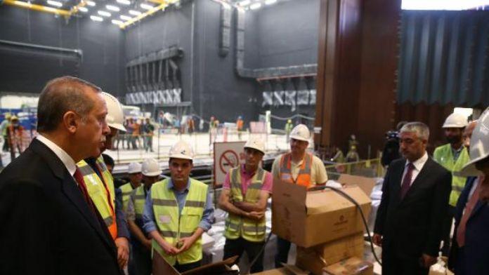 Cumhurbaşkanı Erdoğan, Kongre Merkezi inşaatında incelemelerde bulundu