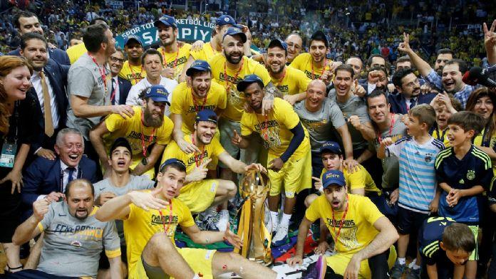 Fenerbahçe şampiyonluk kupasını aldı