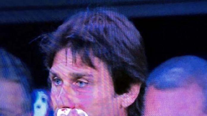 Conte'nin dudağı patladı