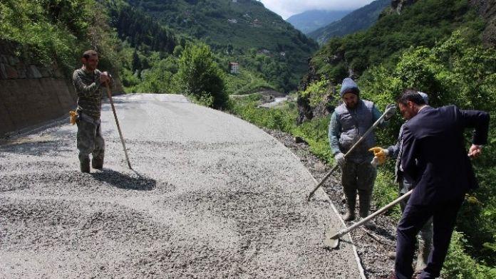 Trabzon'un En Büyük Yol Ağına Sahip İlçesi Maçka'da Yol Betonlama Çalışmaları Sürüyor