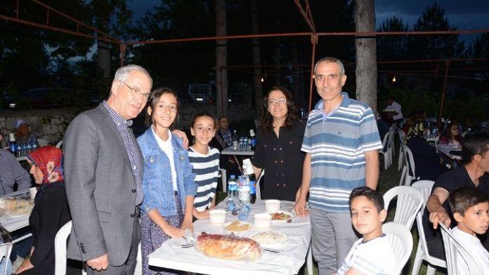 Dinar Belediyesi Personeline İftar Yemeği Verdi