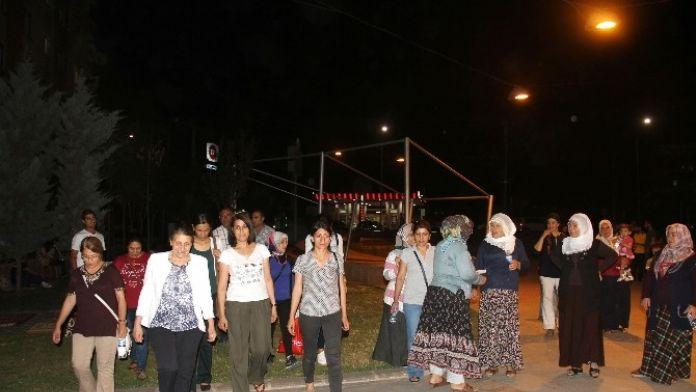 Bağlar Belediyesi Kadın Yöneticileri İftar Sonrası Fulan Park'ta Vatandaşlarla Bir Araya Geldi