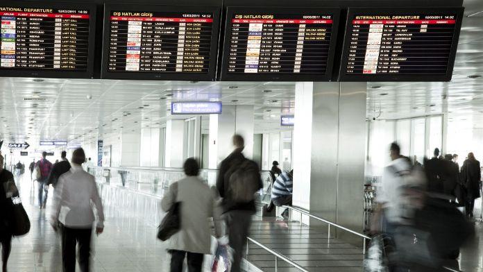 Havalimanında çocuğu ölü doğdu