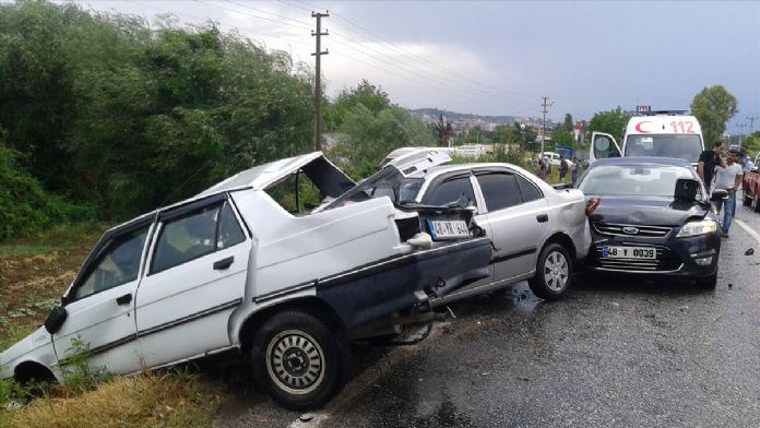 Muğla'da zincirleme trafik kazası: 1 ölü, 12 yaralı