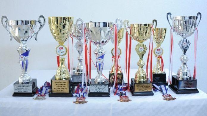 BEÜ 2015-2016 Yılını Sporda Önemli Başarılara İmza Atarak Tamamladı