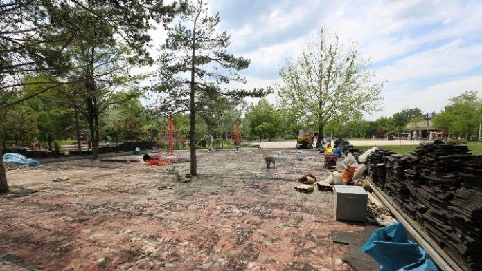 Atatürk Orman Parkında Yenileme Çalışmaları Devam Ediyor