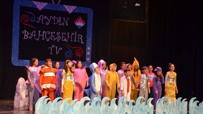 Bahçeşehir Koleji Öğrencilerinden İngilizce Gecesi