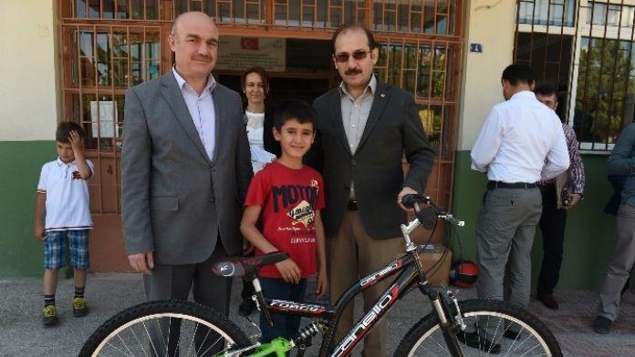 Uşak Belediyesi Okullarda Pil Ve Atık Yağ Toplama Yarışmaları Düzenliyor