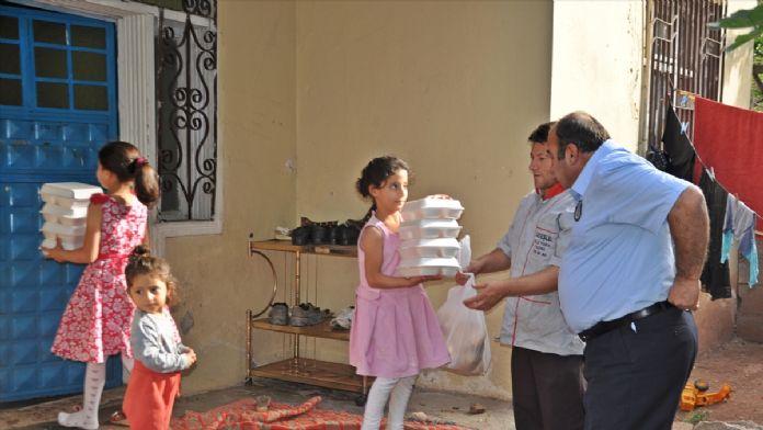 İhtiyaç sahiplerinin evlerine iftar yemeği servisi