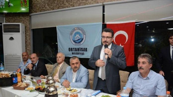 Ortahisar Belediye Başkanı Genç Muhtarlarla İftarda Buluştu