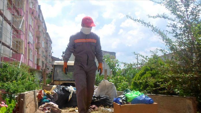Sakarya'da çöp dolu ev temizlendi