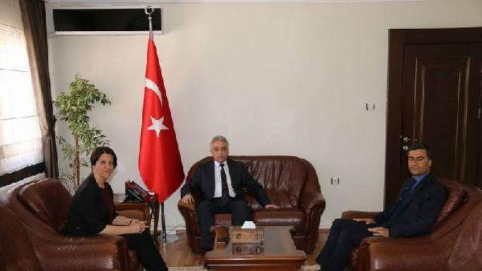 HDP'li Buldan ve Zeydan, Hakkari Valisi Toprak'ı ziyaret etti