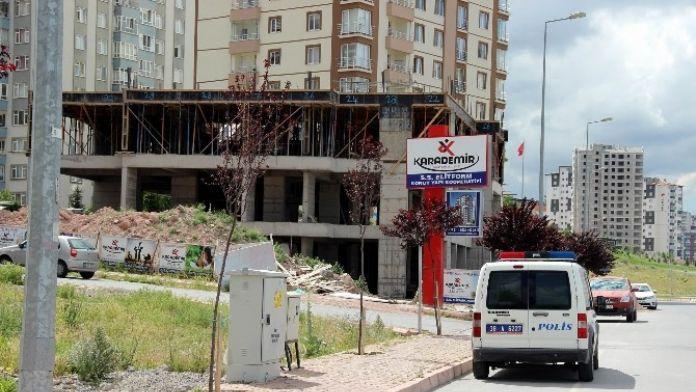 İnşaatın Balkonu Düştü: 1 Yaralı