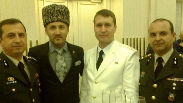 Ruslarla gerginlik bitiyor mu ! Bu sefer Ulusal gün münasebeti ile bir araya geldiler !