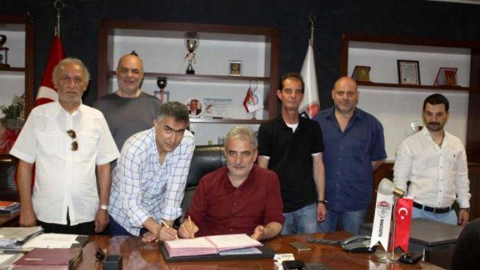 Manisaspor, teknik direktör Altıparmak'la sözleşme imzaladı