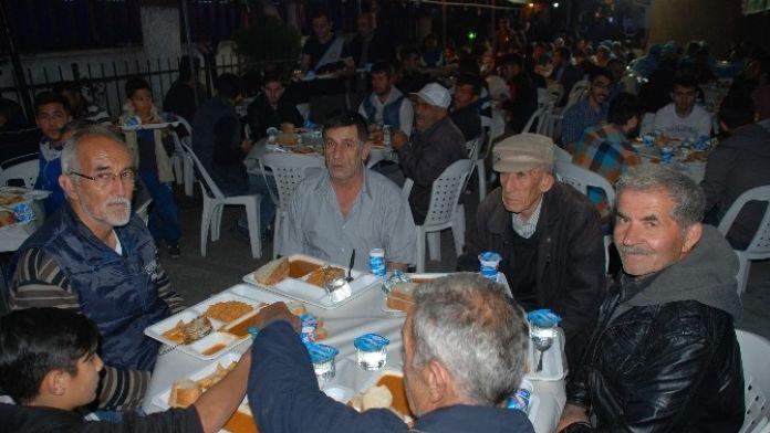 Mimar Sinan Camii'nde İftar Geleneği Sürüyor