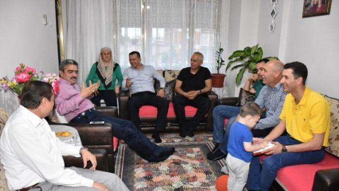 Başkan Alıcık, Orucunu Şehit Ailesiyle Birlikte Açtı
