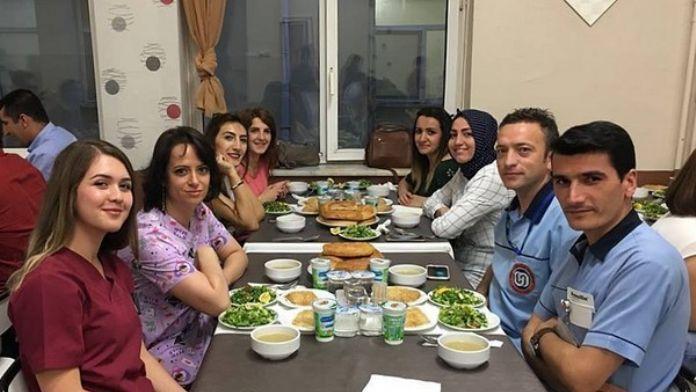 ESOGÜ Hastanesi Personeli Ve Hasta Yakınları İftar Yemeğinde Bir Araya Geldi