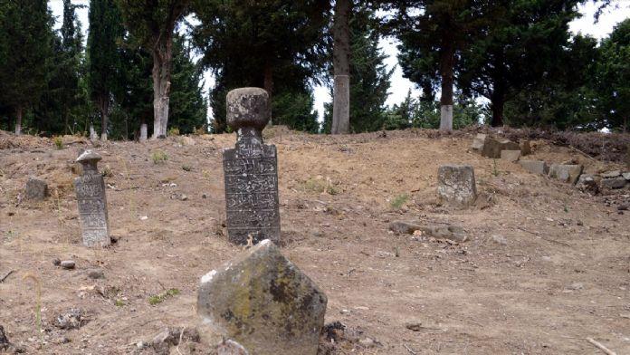 Gelibolu Yarımadası'ndaki köy mezarlıklarında temizlik