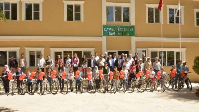Denizli'de Başarılı Öğrencilere Bisiklet