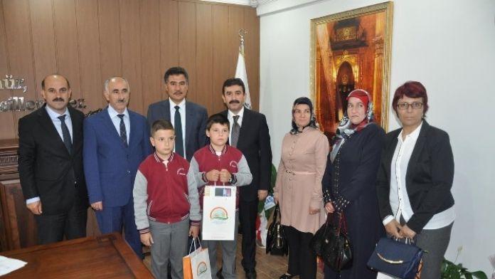 Gümüşhane'de 2. Ulusal Çocuk Resim Yarışmasında Dereceye Girenlere Ödülleri Verildi