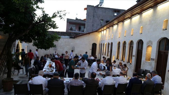 Farklı dinler iftar sofrasında buluştu