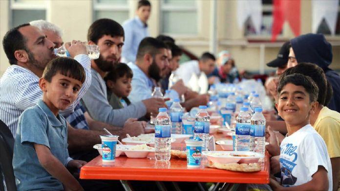 İHH'nın 'iftar tırı'yla Elazığ'da 2 bin kişiye iftar