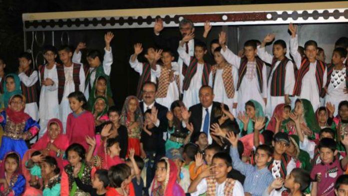 Dışişleri Bakanı Çavuşoğlu, iftarını Afgan yetimlerle açtı
