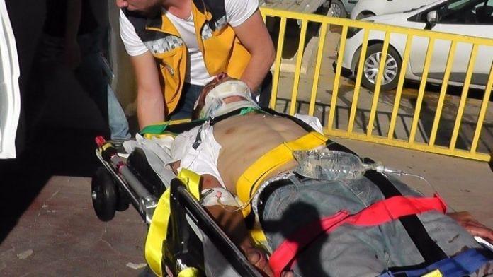 Minibüs İle Otomobil Çarpıştı: 4 Yaralı